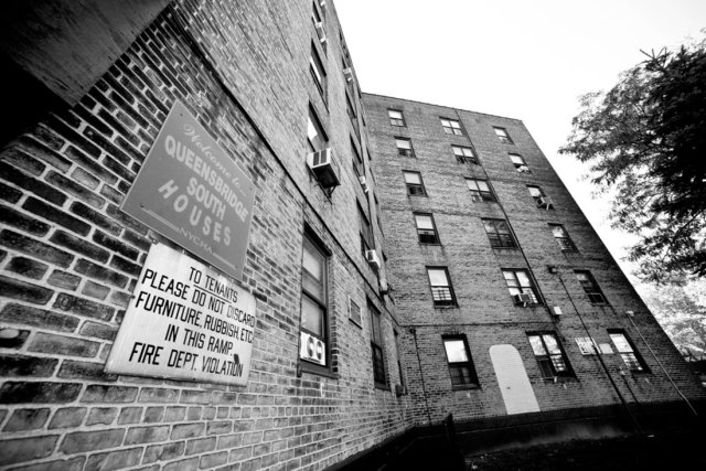 O famoso conjunto habitacional de Queensbridge, no Queens | Foto por Liz Barclay